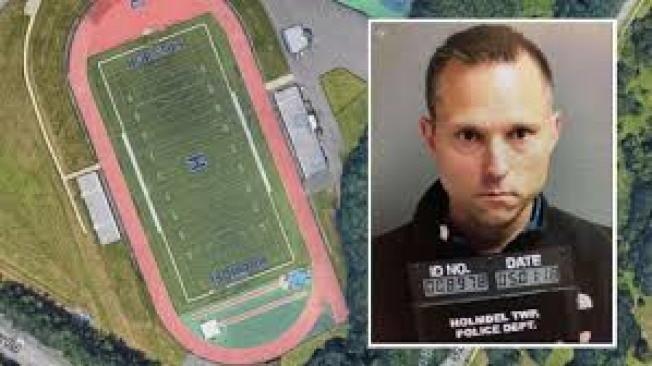 新澤西州肯尼渥斯前學區總監Thomas Tramaglini認罪,承認自己在學校...