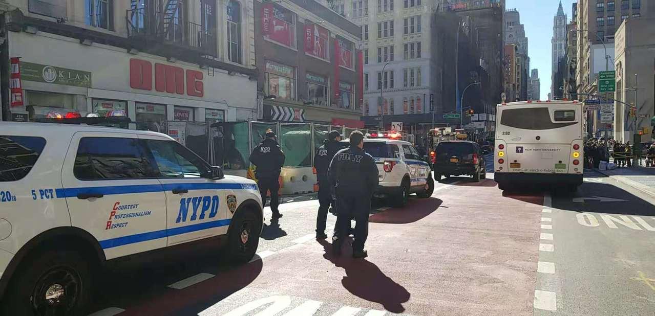 從24日起,紐約多處發生炸彈恐嚇事件,美國警方高度警惕。 記者張晨攝影