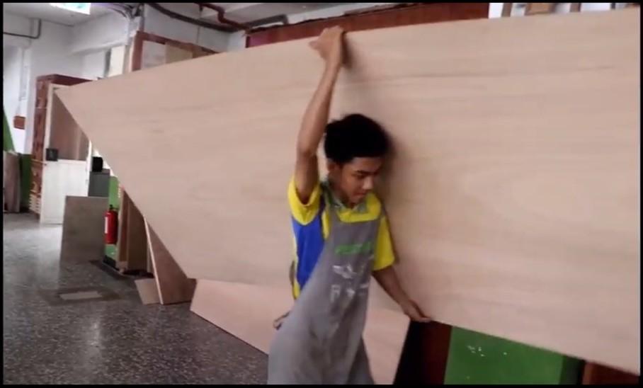 身高165公分體重49公斤的木工國手江登豐,號稱史上最瘦弱的國手。記者吳政修/翻...