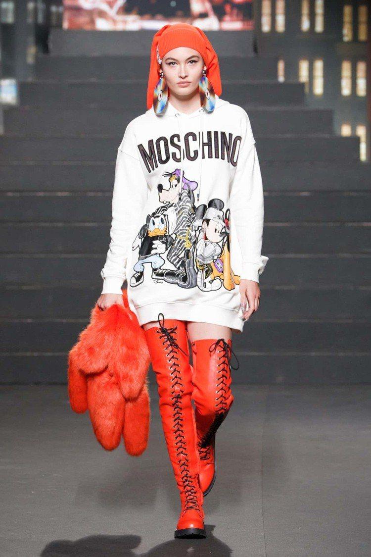 MOSCHINO X H&M系列配合米奇90歲生日,也推出了聯名設計。圖/擷自f...
