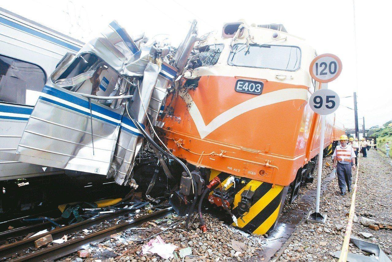 2007年宜蘭大里發生火車對撞重大事故,試運列車攔腰撞上通勤電車,造成五死十七傷...
