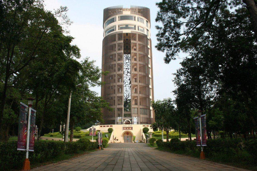 嘉義公園中的地標-射日塔。 圖片來源/聯合報系 記者李全瑋攝影