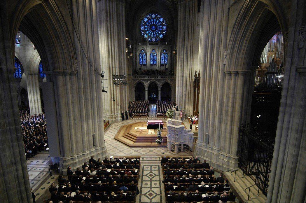 美國當地時間10月26日,謝巴德的骨灰終於將在20年後入葬華盛頓國家大教堂。圖為...