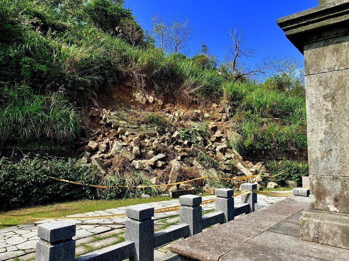 瑞芳頌德公園的邊坡坍塌,地方就希望希望以原本的石塊方式來重建護坡。 圖/觀天下有...