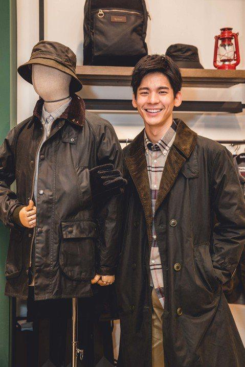 林柏宏25日出席英國服裝品牌活動,獲得金馬獎後,近幾年都在大陸發展,他透露最近在台灣拍攝新戲,也是相隔3年重回台劇圈,且再度與「燦爛時光」導演鄭文堂合作,讓他感到很開心,覺得可以學到很多,一起創作的...