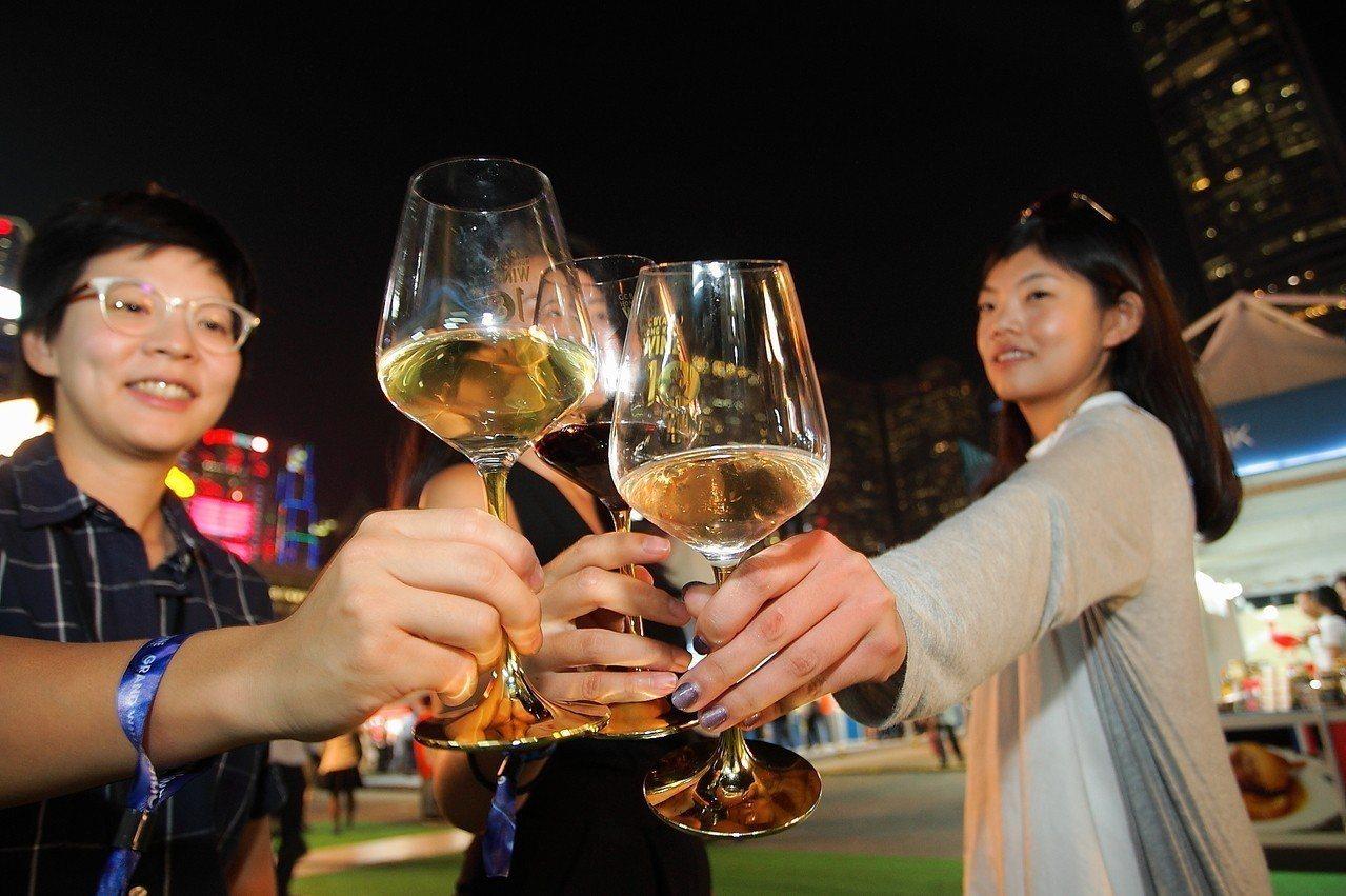 建行(亞洲)香港美酒佳餚巡禮,很適合朋友共同前來。記者陳睿中/攝影(飲酒過量,有...