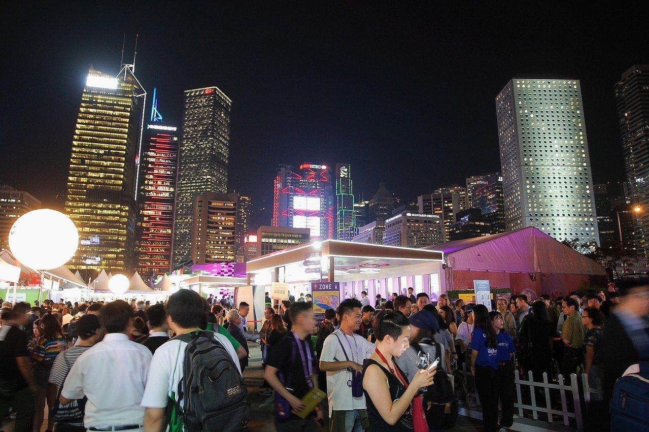 會場位於中環,可同時欣賞到香港著名的天際線。記者陳睿中/攝影