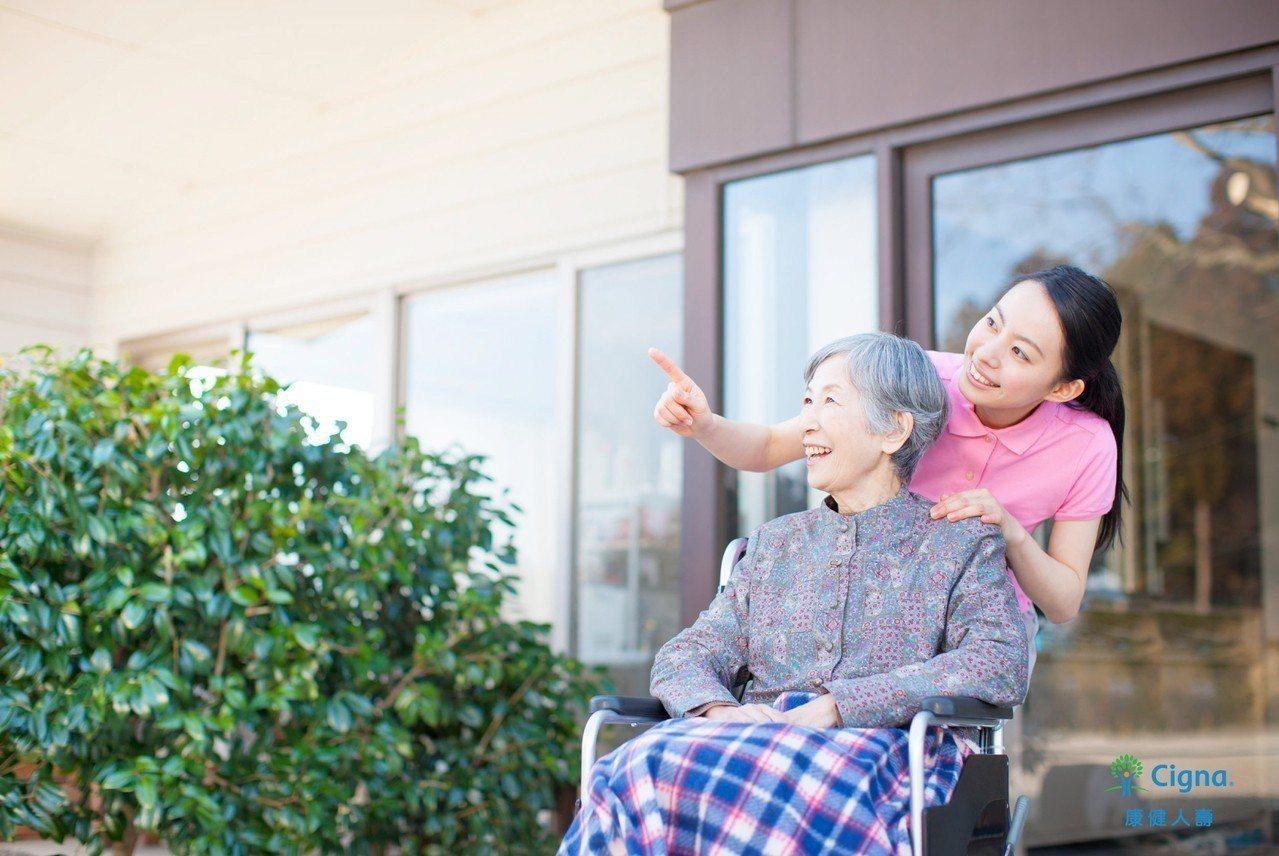 康健人壽提供保戶「短期居家照護服務」。圖/康健人壽提供