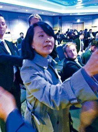 央視駐英女記者孔琳琳9月底大鬧英國保守黨的香港事務論壇,被指兩度掌摑香港籍義工。...