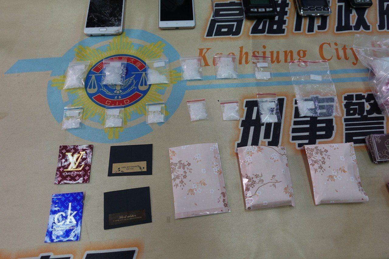 警方查獲毒品安非他命、電子磅秤、外包裝等物品。記者劉星君/攝影