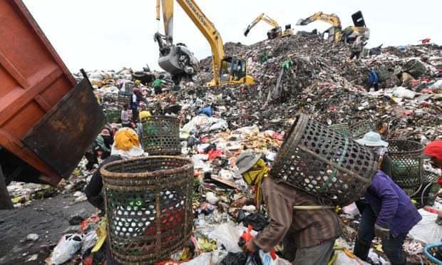 距離印尼首都雅加達一小時車程的班達爾歌邦(Bantar Gebang)垃圾掩埋場...