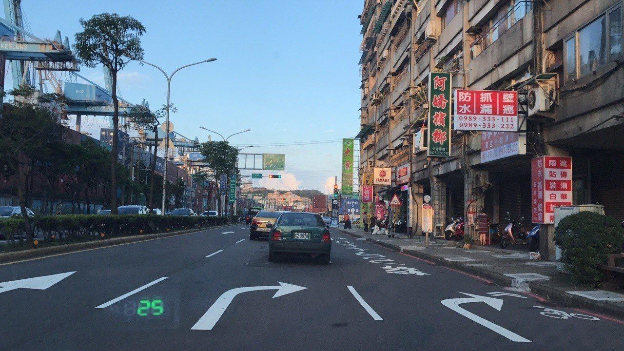 基隆中正路、東海街口常有檢舉達人出沒,要小心。記者游明煌/攝影