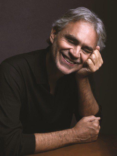曾經五度來華,在樂壇擁有「上帝美聲」美譽的義大利男高音Andrea Bocelli安德烈波伽利,今年適逢六十歲大壽,在睽違14年之後終於推出全新專輯「Sì/真好」獻給全球千萬樂迷。這次專輯主題圍繞在...