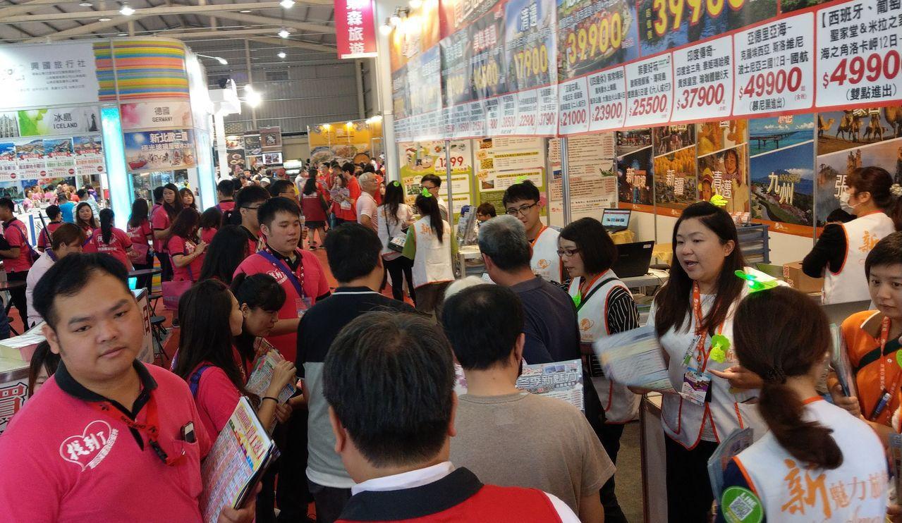 台中國際旅展今開幕,吸引民眾參觀。記者趙容萱/攝影