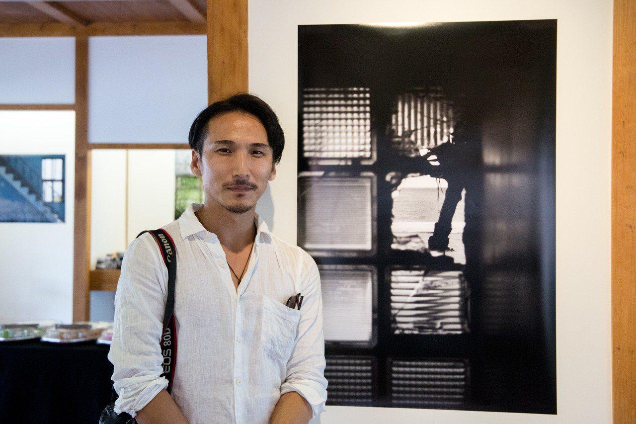 日本攝影家井口康弘數次到花蓮取材,拍攝往與日本那國町望去的視角,企圖連結兩地情誼...
