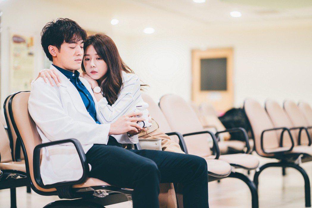 「小樂」吳思賢、邵雨薇演出「愛的3.14159」。圖/東森提供
