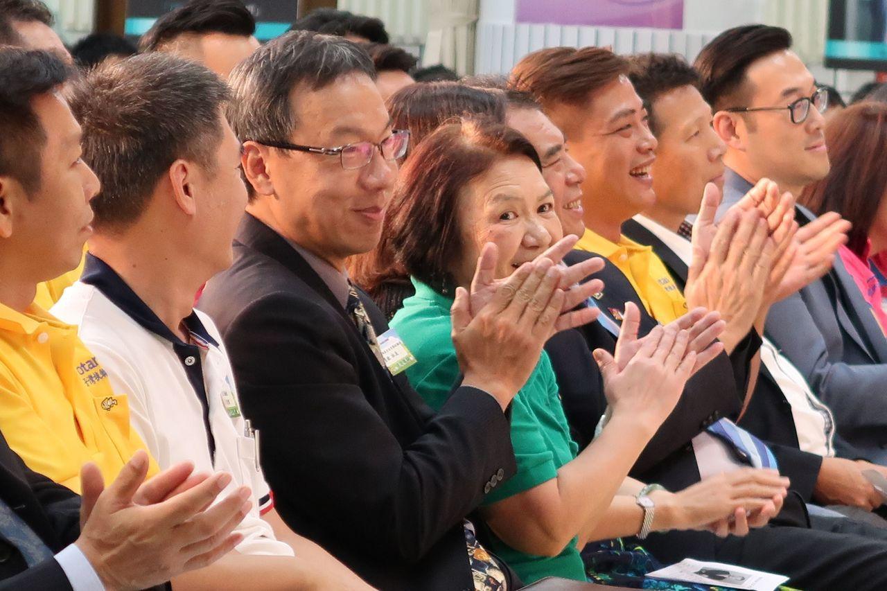 國際扶輪3510地區高雄市西子灣扶輪社與台灣無毒世界協會,今天在樹德家商舉行千人...