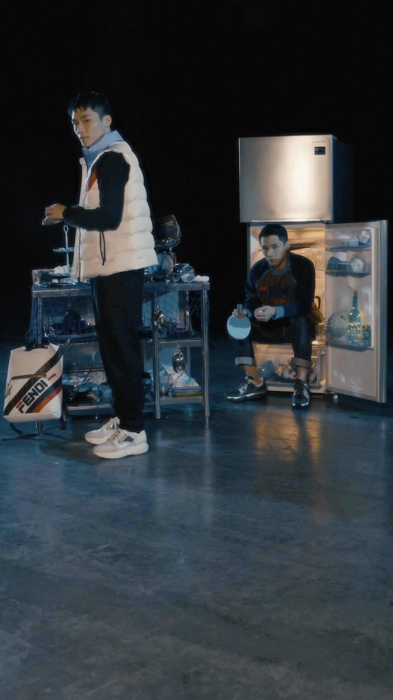 演出電影《大師兄》的湯君慈、湯君耀演繹Mania系列。圖/FENDI提供