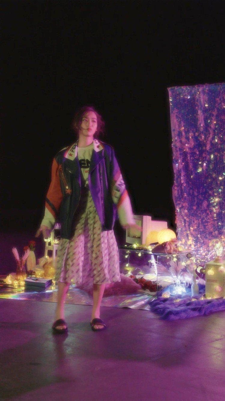 18歲的林愷鈴以Mania系列表達古靈精怪的少女氣。圖/FENDI提供