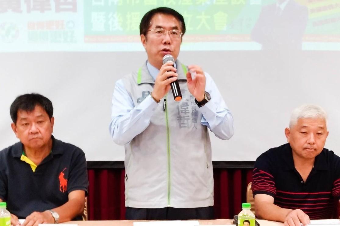 民進黨台南市長候選人黃偉哲(中)。 記者鄭維真/攝影