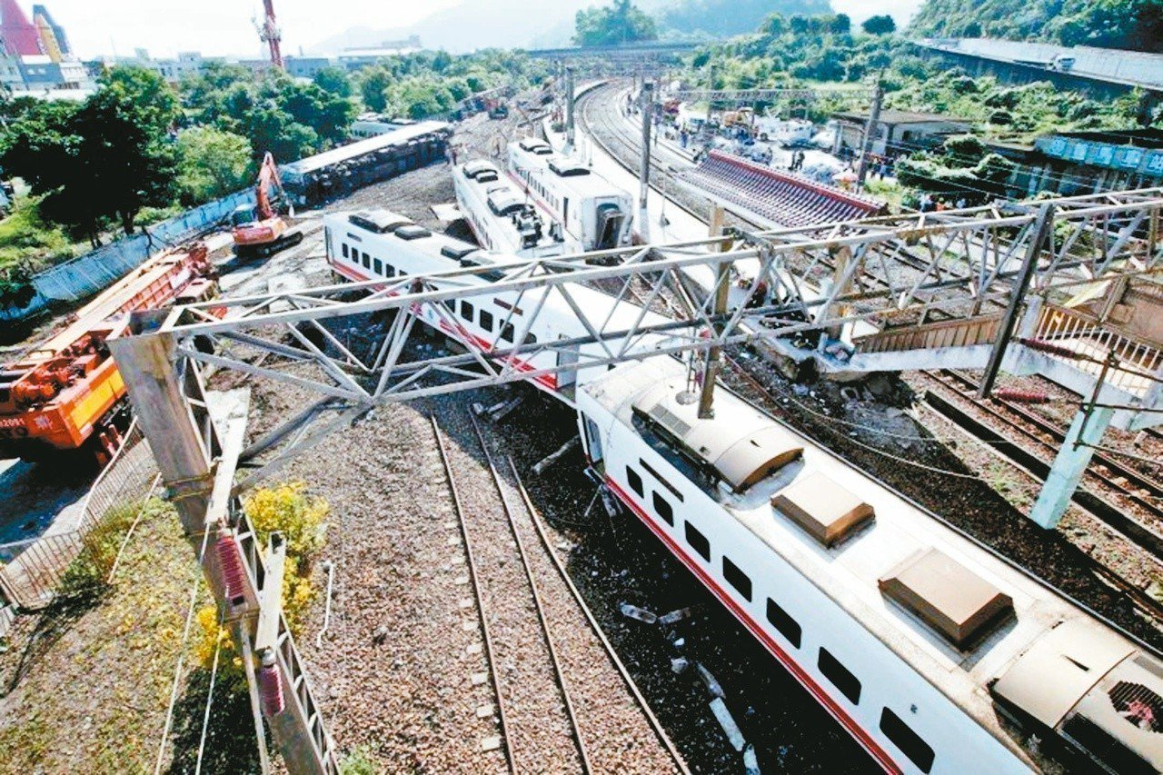台鐵普悠瑪列車出軌釀重大傷亡。 圖/聯合報系資料照片
