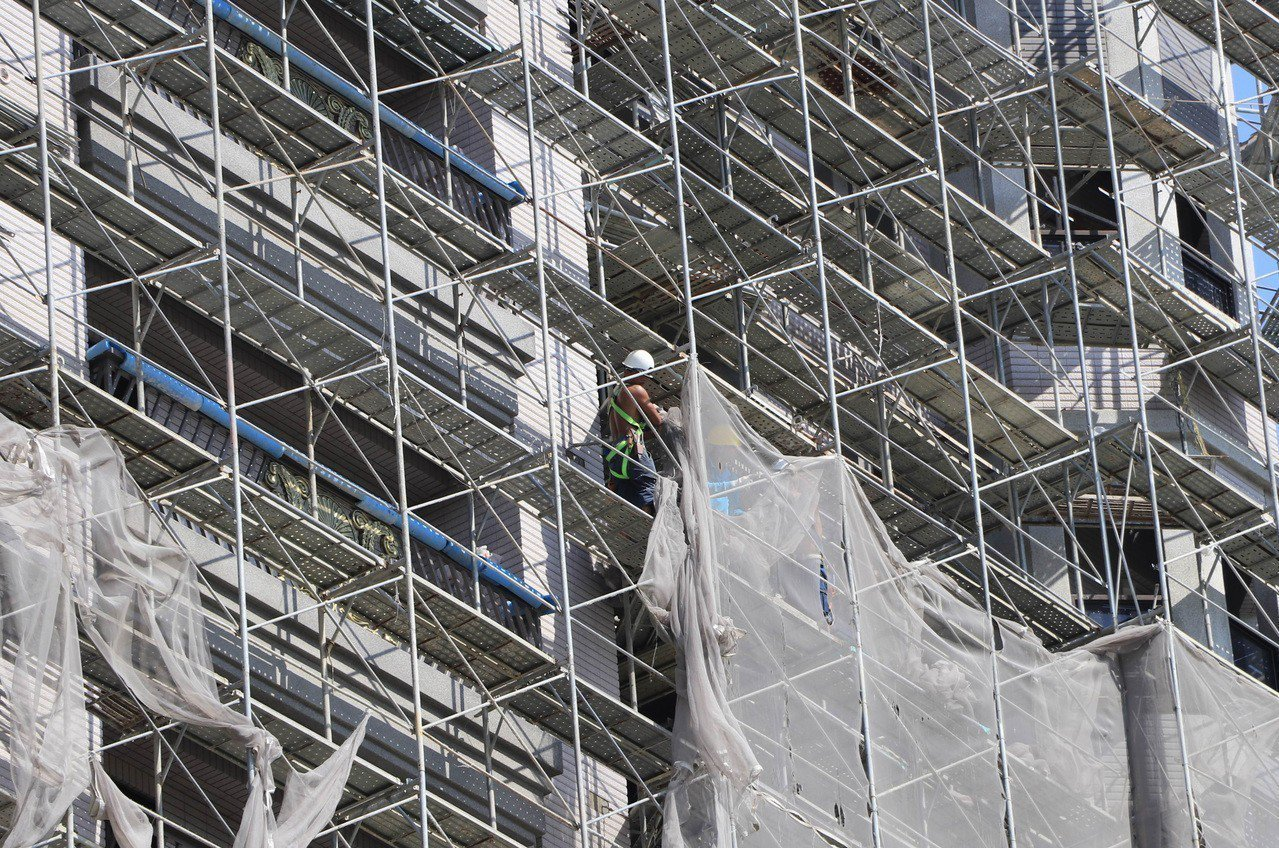日本避震裝置大廠KYB與川金公司接連承認數據造假,內政部營建署展開清查,初步比對...