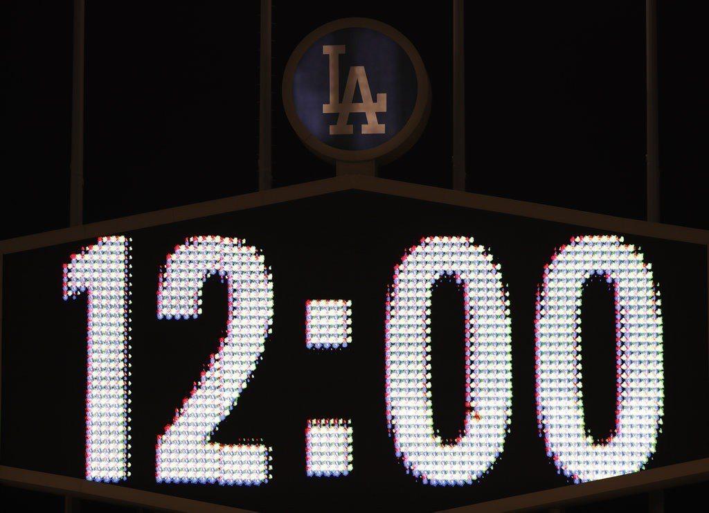 比賽打到超過洛杉磯時間午夜時間12點,無論局數或比賽時間都是世界大賽史上最久。 ...