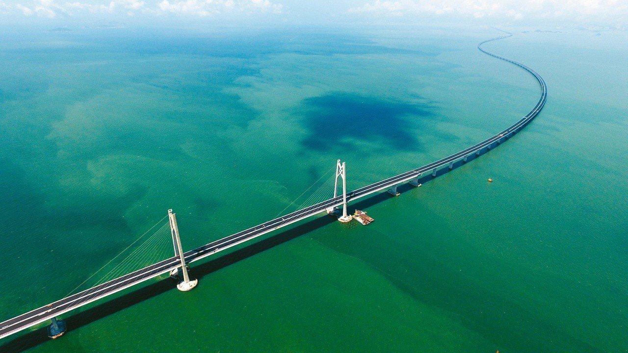 世界最長的跨海大橋港珠澳大橋23日開通。 圖/新華社