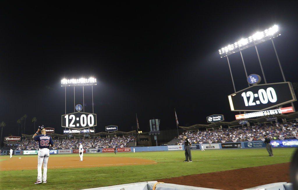 紅襪與道奇分屬美國東西,賽程時間已經很難安排,兩隊在第三戰又打了超過7小時史上最...