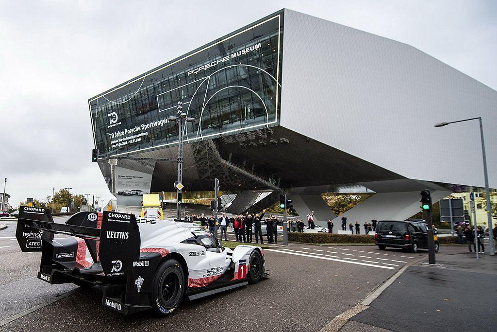 保時捷用獨特的方式,將Porsche 919 Hybrid及Porsche 91...