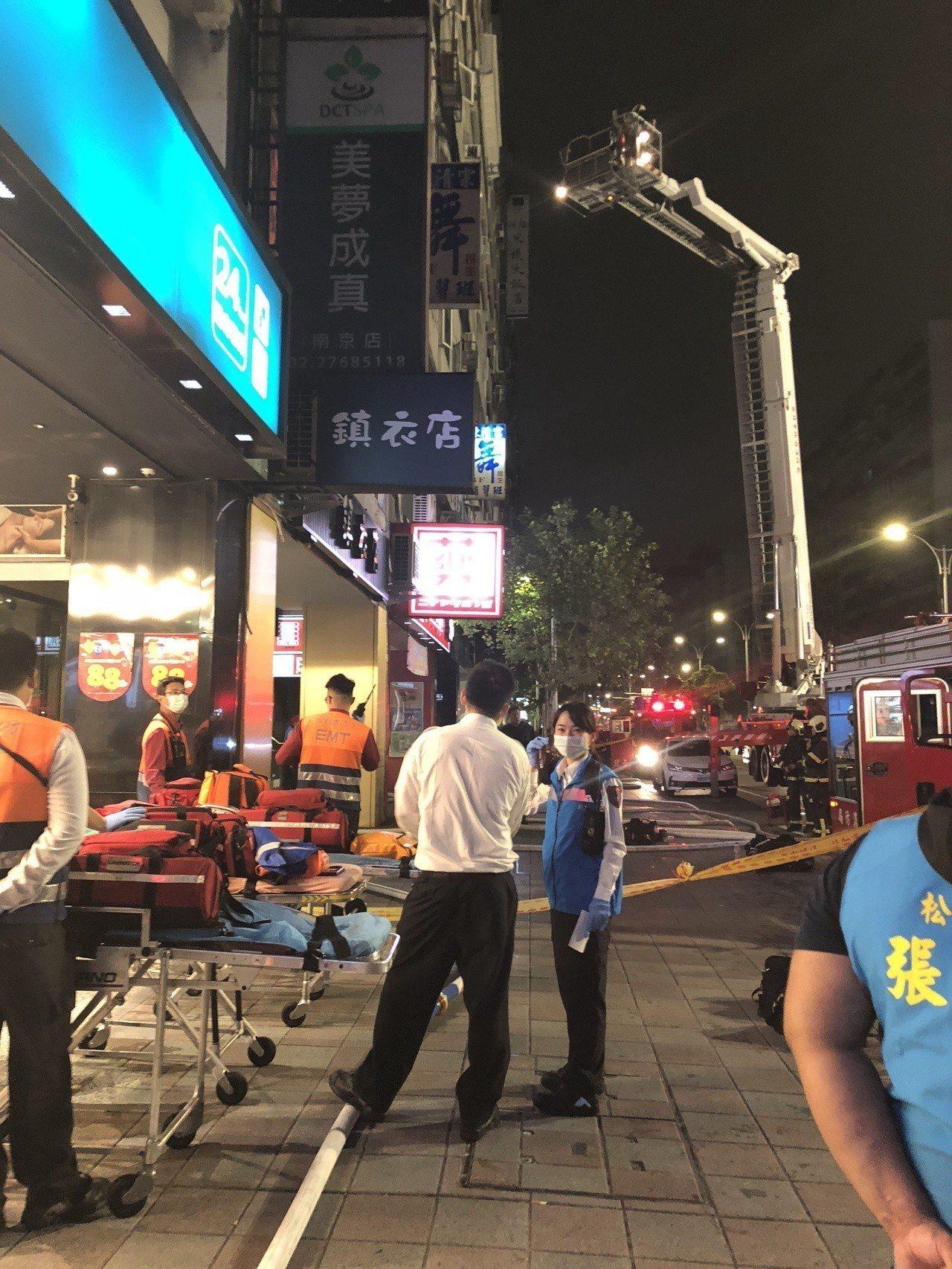 台北市南京東路五段一處大樓發生火警。記者李承穎/翻攝