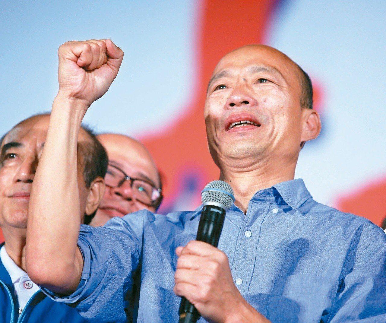 國民黨高雄市長候選人韓國瑜(圖)昨晚在鳳山舉辦造勢晚會,現場湧進上萬人場面熱烈。...