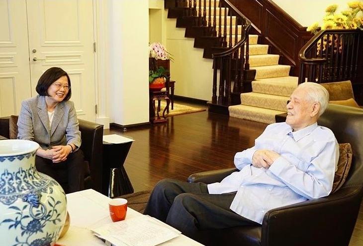 蔡英文總統(左)9月曾赴翠山莊探視前總統李登輝。圖/翻攝自蔡英文IG