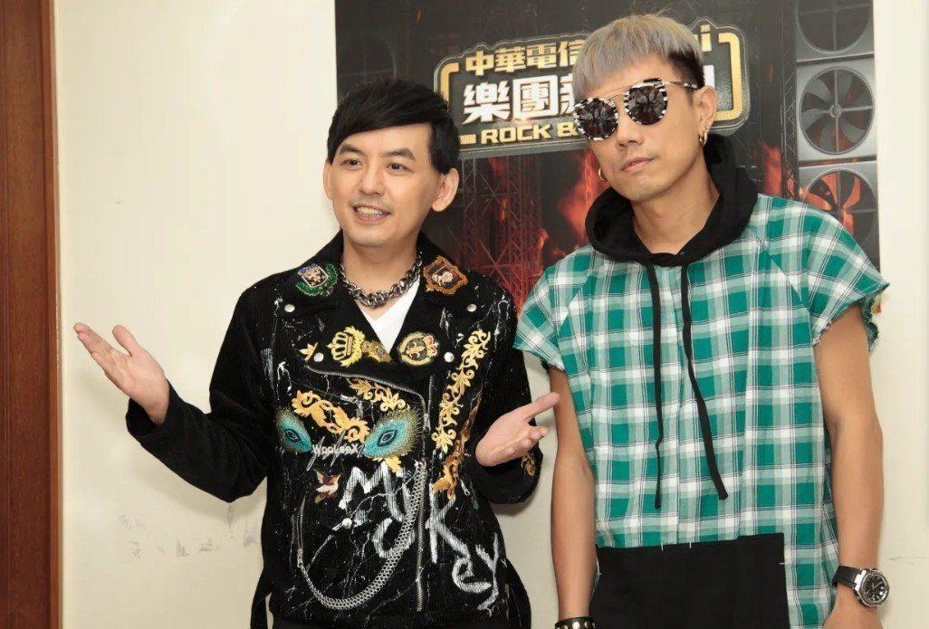 黃子佼主持音樂節目,右為DJ Mykal a.k.a.林哲儀。圖/年代MUCH台