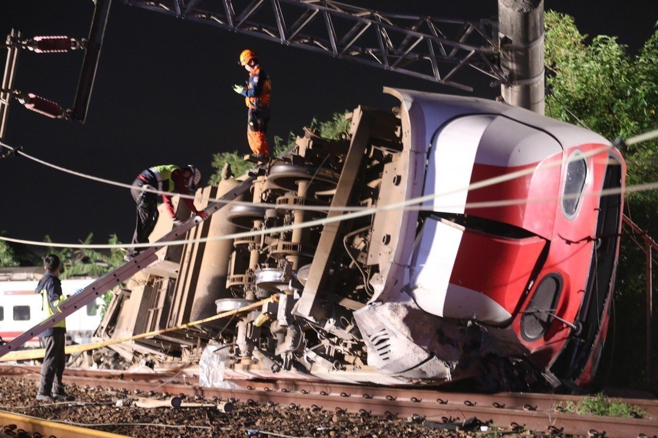 台鐵普悠瑪翻覆事故,行政院成立「1021鐵路事故行政調查小組」。圖/報系資料照
