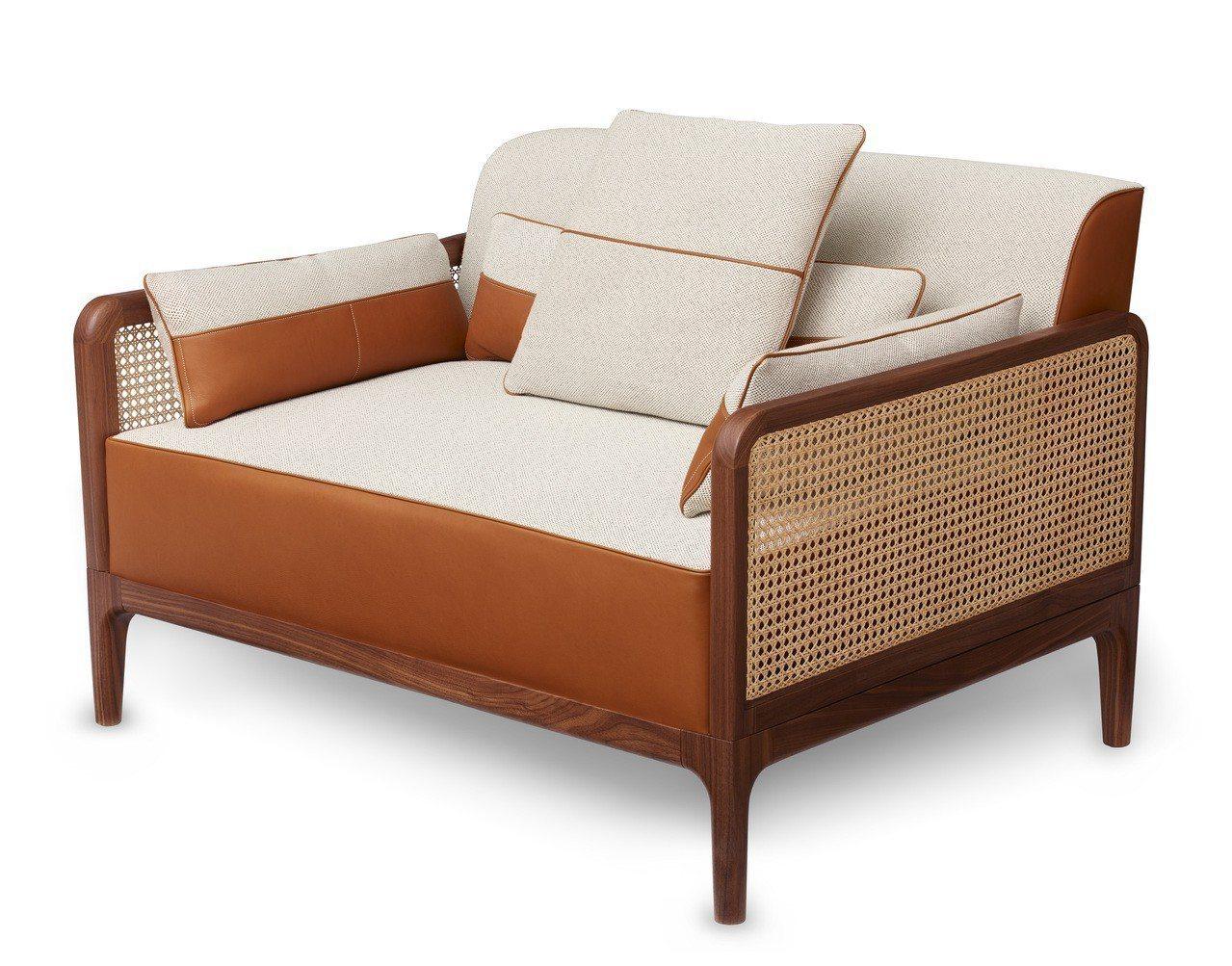 方序中在本次展覽中最喜歡的Sofa Sellier系列單人扶手沙發。圖/愛馬仕提...