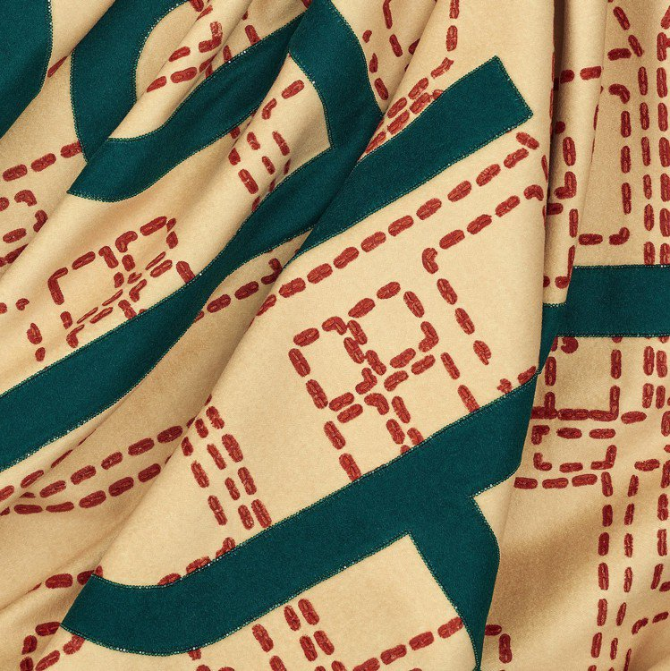 近距離欣賞Orizaba圖紋珍稀刺繡限量款披毯能看見日本Miyuki琉璃珠營造的...