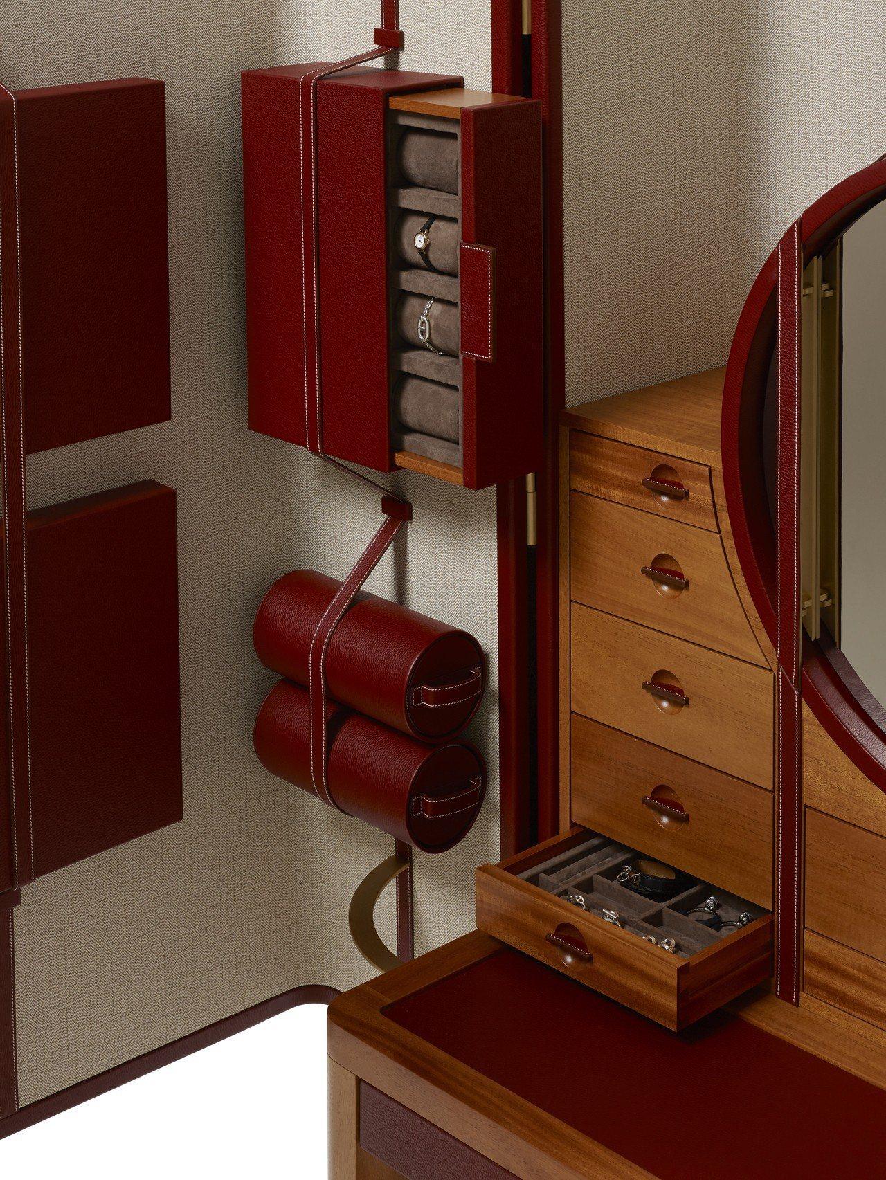The CURIOSITÉS系列珠寶櫃,配有旅行時可以隨身攜帶的收納盒。圖/愛馬...