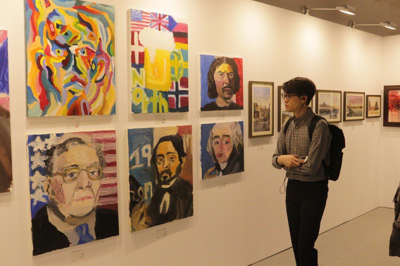 輕藝博展出作品多數定價不到2萬元,吸引年輕小資族收藏。 輕藝博/提供