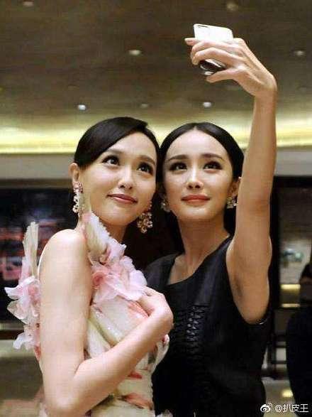 唐嫣(左)、楊冪當年是無話不談的好姐妹。圖/摘自微博