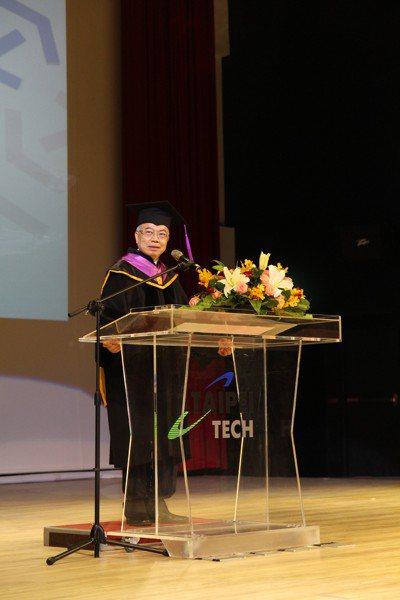 台北科技大學今天舉行107年校慶,北科大校長王錫福致詞時勉勵學生,要有放眼世界的...
