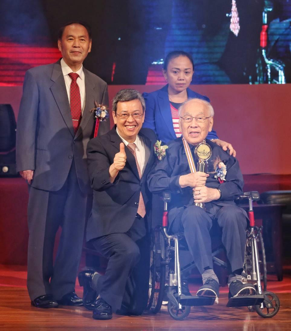 第二十八屆醫奉獎個人獎得主、高齡99歲的楊思標教授。記者鄭清元/攝影