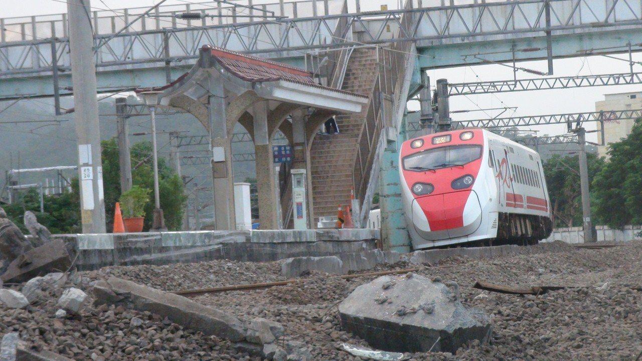 台鐵普悠瑪列車10月21日在宜蘭新馬站翻覆,造成18人死亡。記者羅建旺/攝影