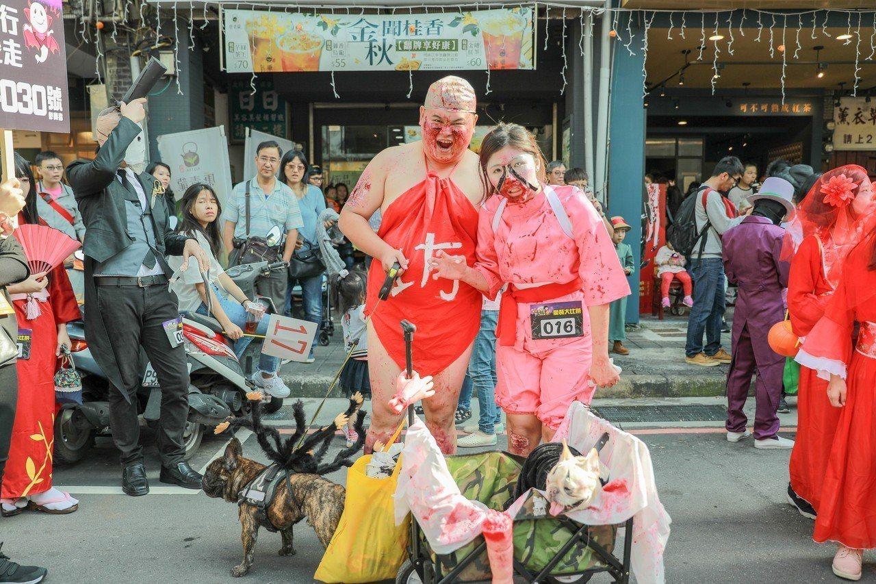 「新北府中搞什麼鬼」一年比一年盛大,已成為必朝聖的重點商圈節慶活動。記者張曼蘋/...