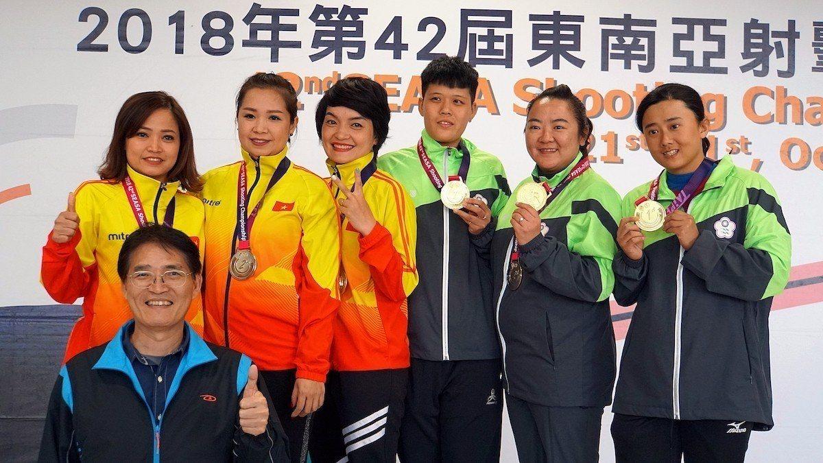 林怡君、劉宛渝及黃彥樺在女子不定向飛靶決賽贏得團體項目金牌。圖/主辦單位提供