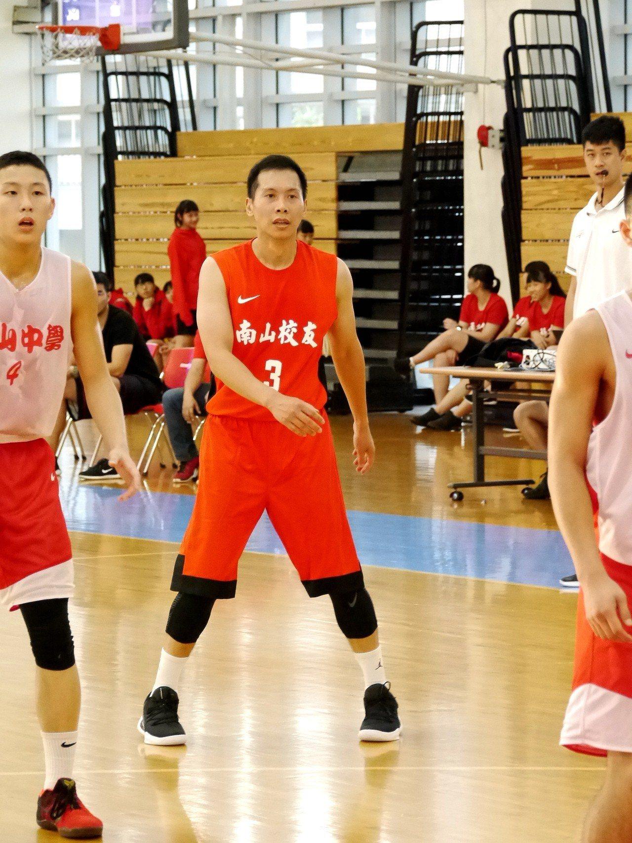 「籃球精靈」顏行書。記者劉肇育/攝影