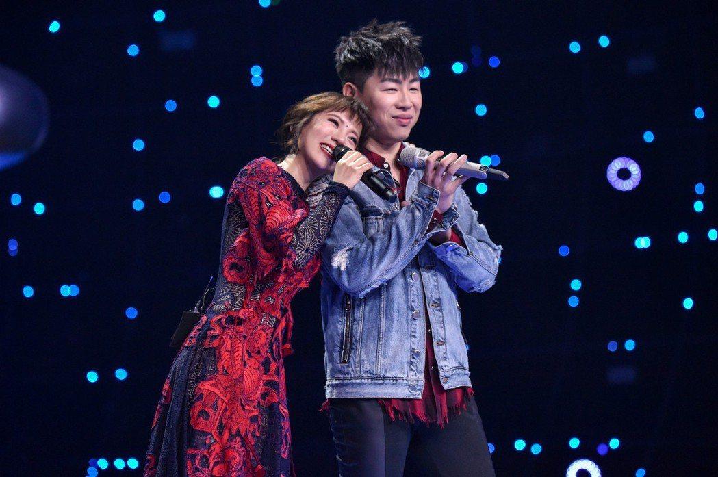 丁噹參加對岸節目「夢想的聲音」,和胡彥斌過招。圖/相信音樂提供