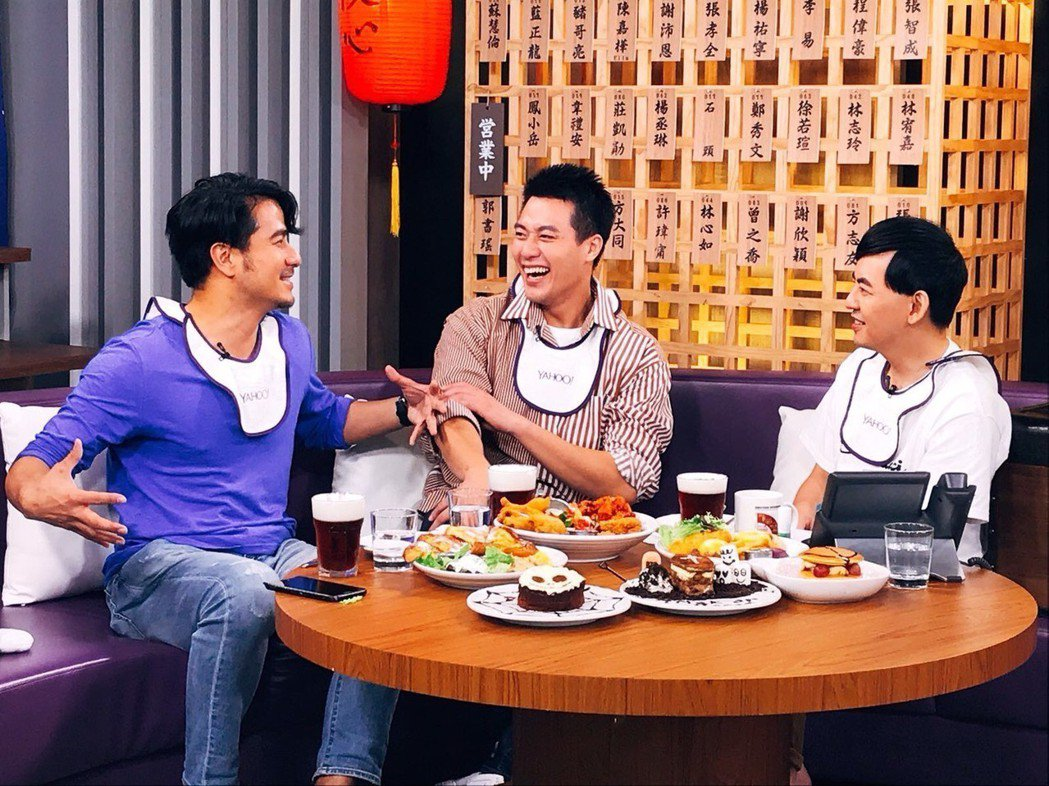郭彥甫(左起)、張睿家上黃子佼節目「佼心食堂」。圖/周子娛樂提供