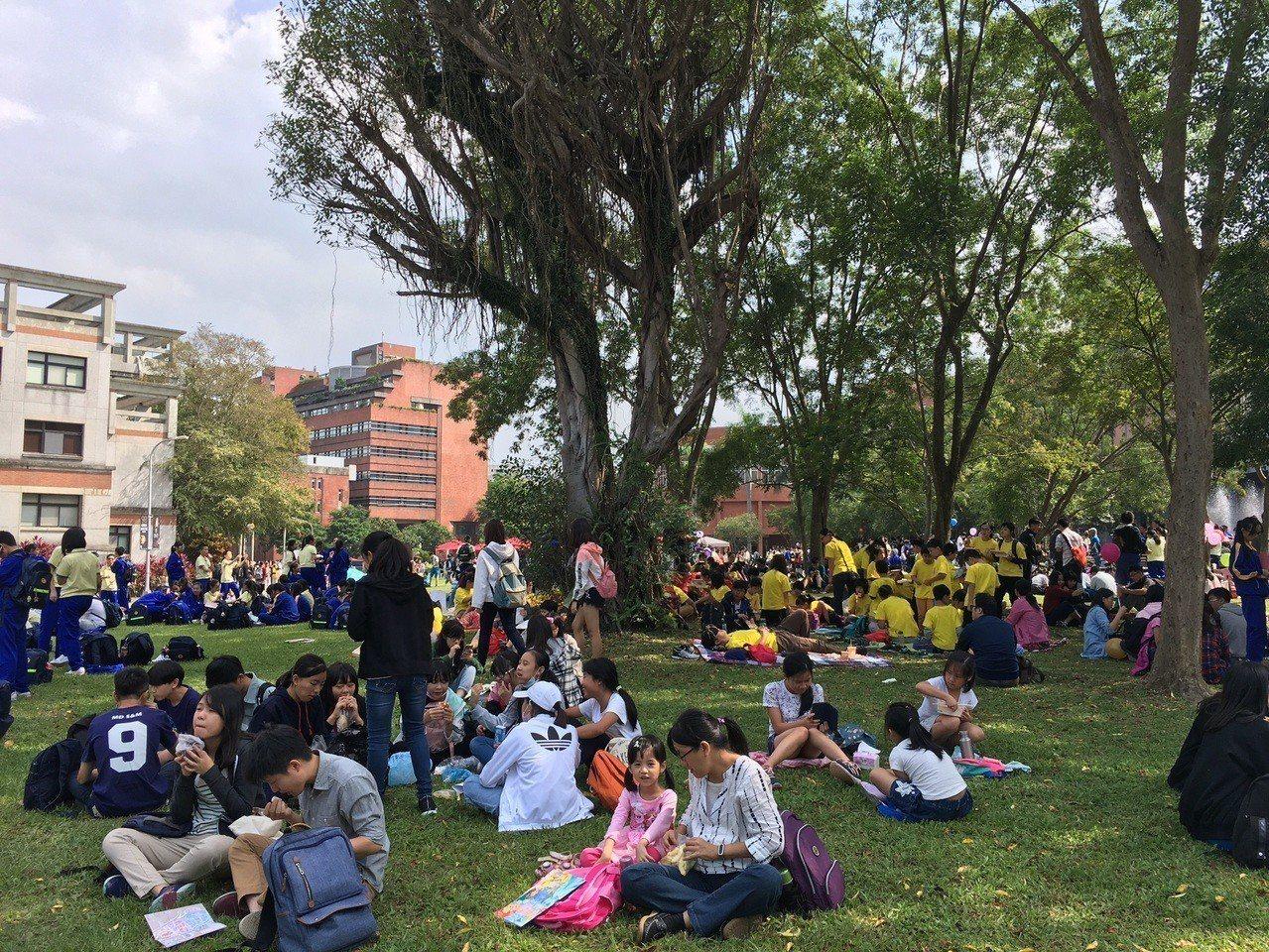 中研院「OPEN HOUSE院區開放活動」,吸引逾10萬人湧入。圖/中研院提供