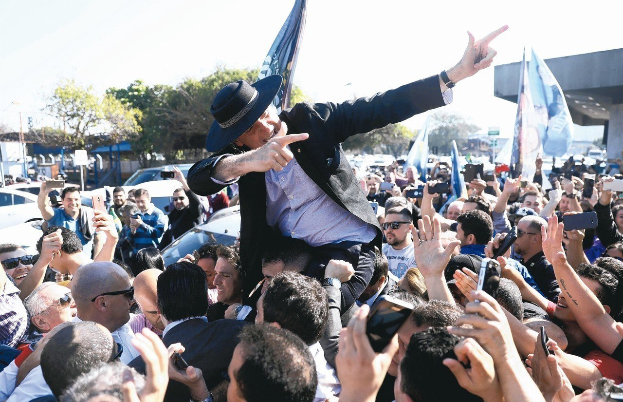 巴西總統候選人波索納洛儼然勝券在握。 (路透資料照片)